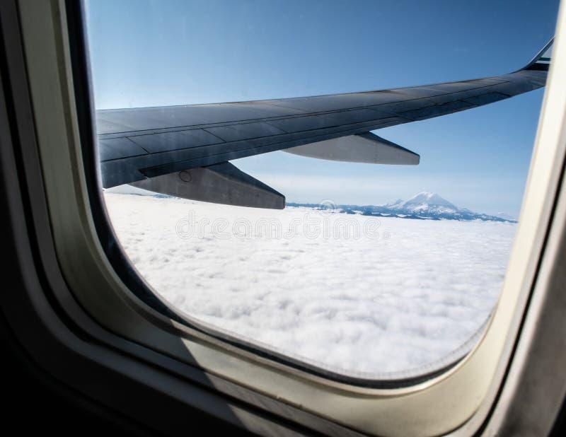Mountain View du nord-ouest au-dessus des nuages image stock