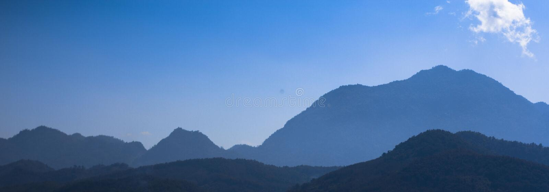 Mountain View em Laos imagem de stock