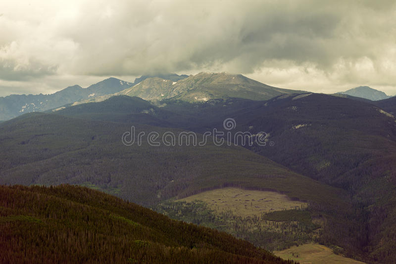 Mountain View em Vail, Colorado tomado de um ninho de Eagles imagem de stock royalty free