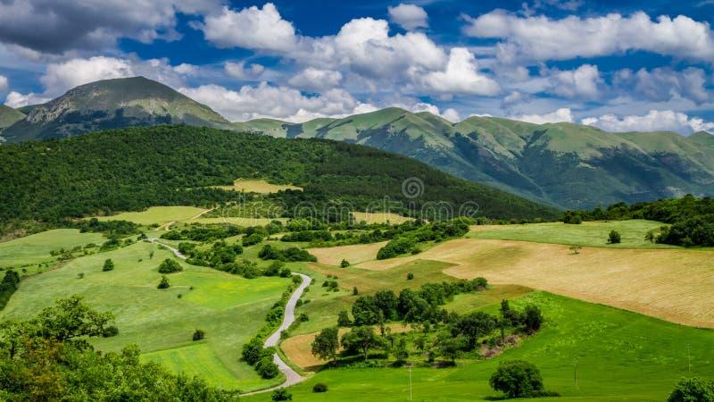 Mountain View hermoso en Umbría en Italia imágenes de archivo libres de regalías
