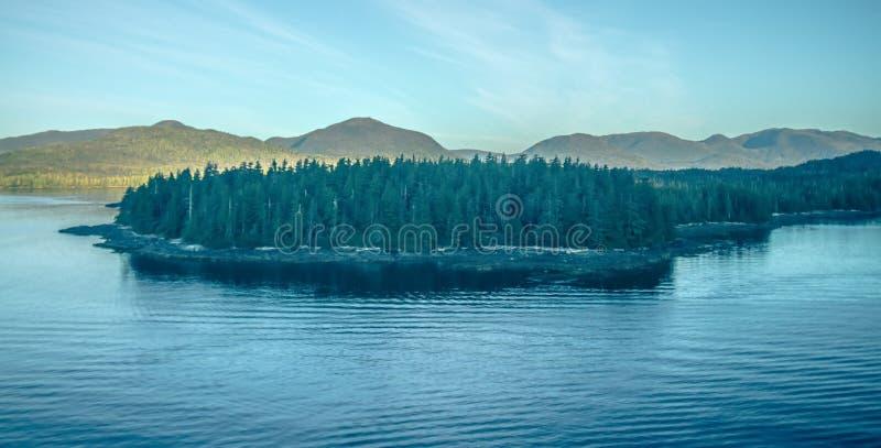Mountain View interiores del paso alrededor de Alaska ketchikan imágenes de archivo libres de regalías
