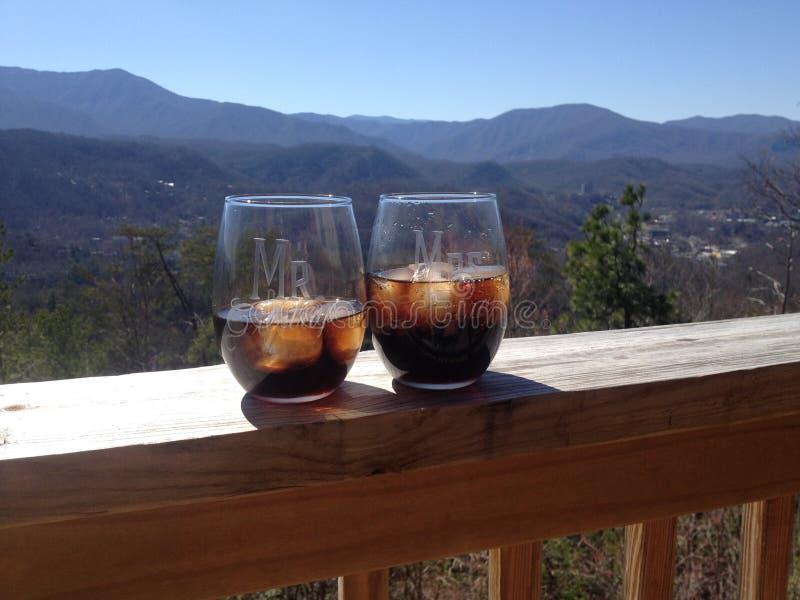 Mountain View mit Getränk lizenzfreies stockfoto