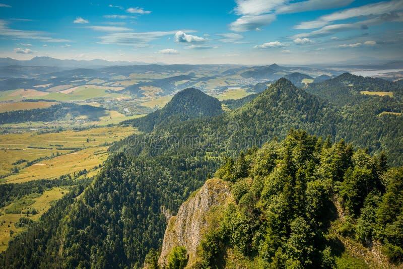 Mountain View, panorama della montagna, fiume della montagna, viaggio alle montagne immagine stock libera da diritti