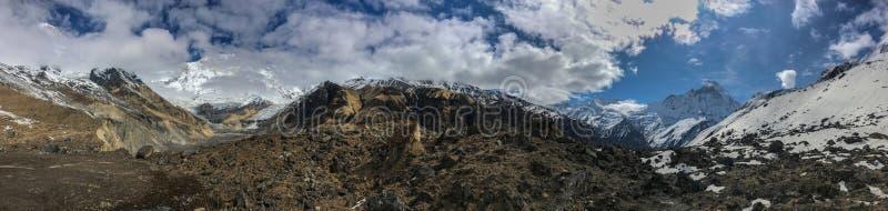 Mountain View panoramico dal campo base di Annapurna immagini stock libere da diritti