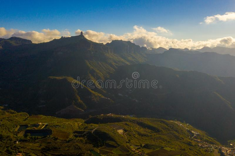 Mountain View a?rien de l'?le de Gran Canaria avec le volcan de T?n?rife Teide photo stock