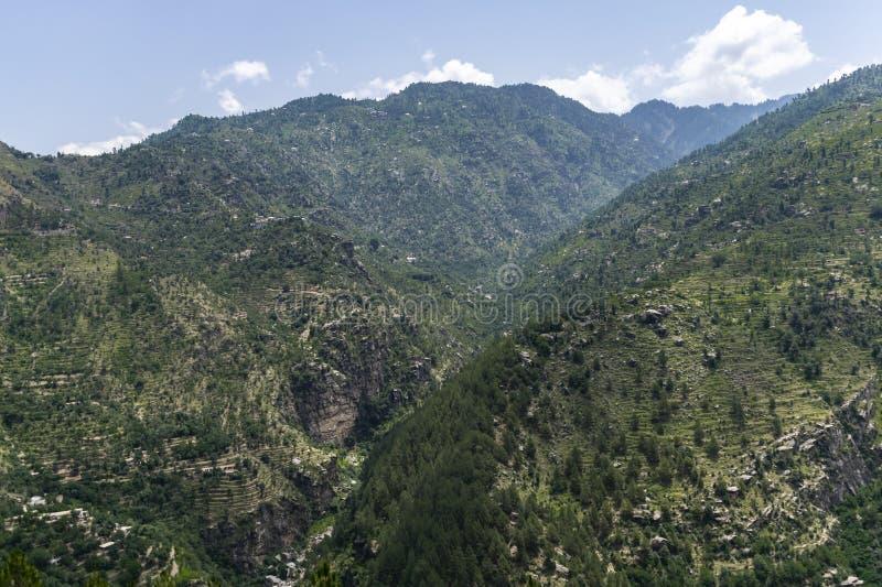 Mountain View verde com o céu azul bonito imagem de stock royalty free