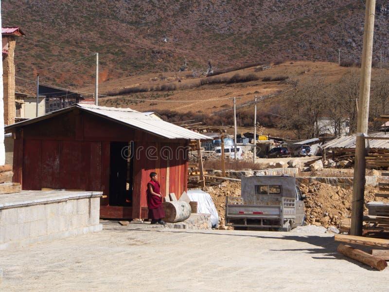 Mountain View von Songzanlin Lama Tibetan Temple in Zhongdian lizenzfreie stockfotos