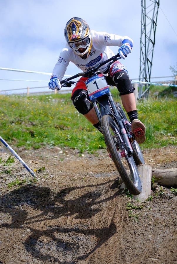 Mountainbike abwärts stockbilder