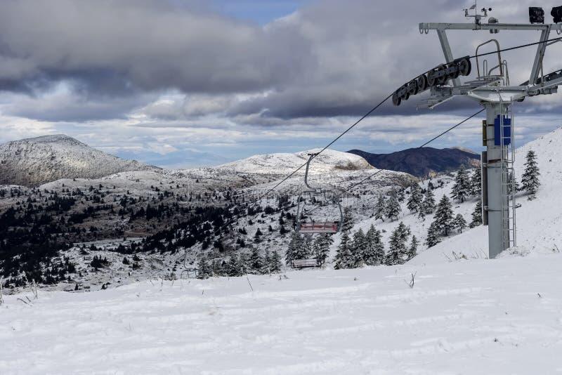 Mountainbike-Skigebiet am nebeligen Tag lizenzfreies stockbild