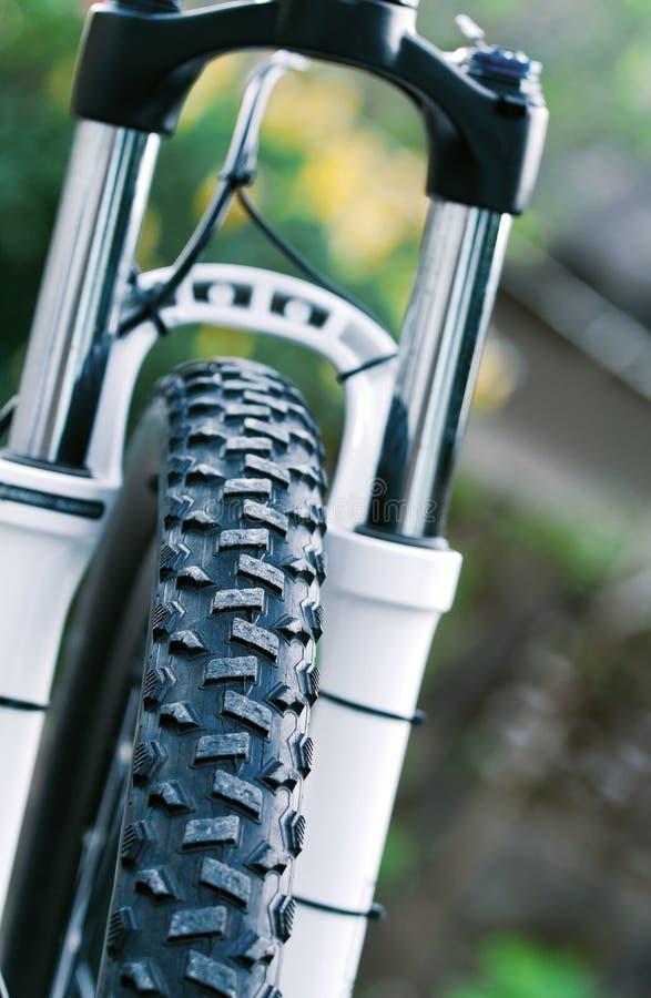 Mountainbikeframhjul arkivbilder