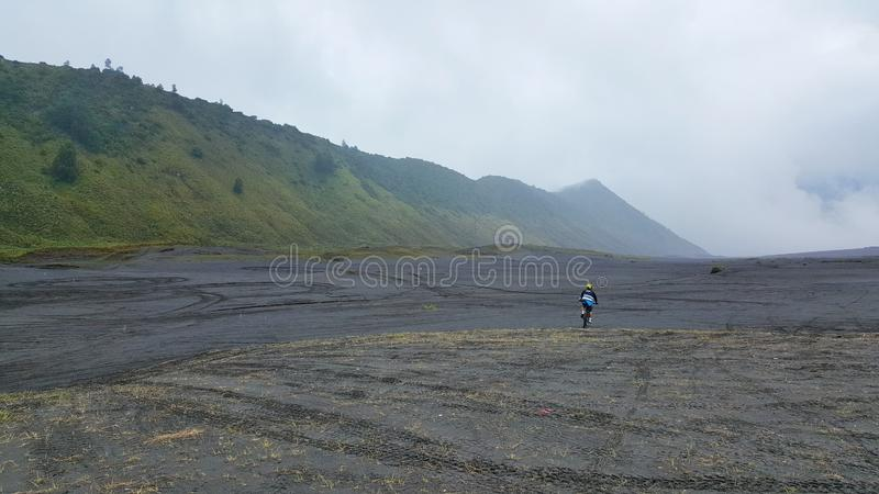 Mountainbiking στην κορυφή του βουνού Bromo στοκ φωτογραφίες με δικαίωμα ελεύθερης χρήσης