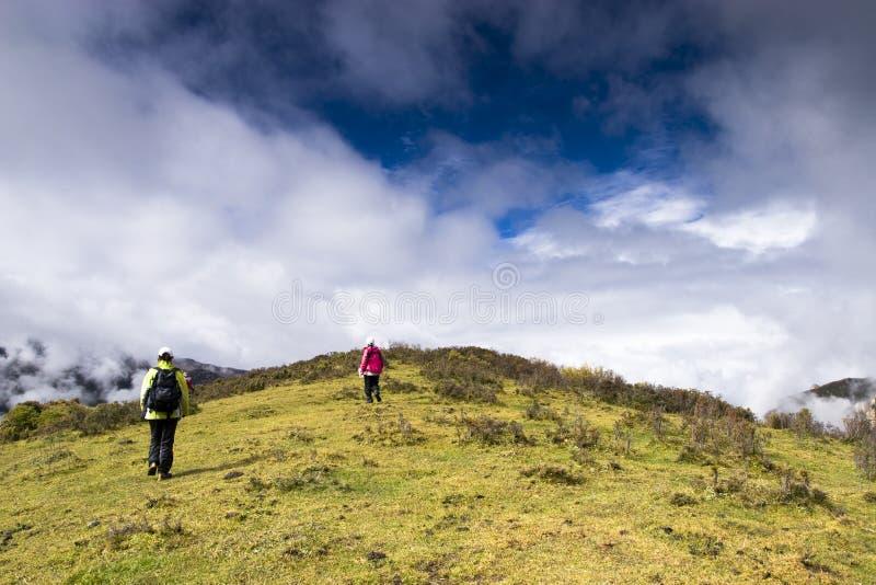 Download Mountaineering стоковое изображение. изображение насчитывающей открыто - 6851679