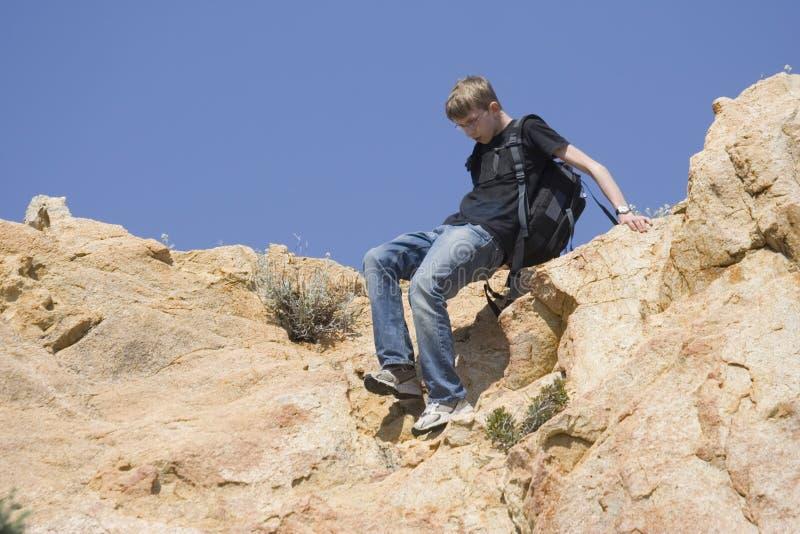 mountaineering nastolatków. obrazy stock