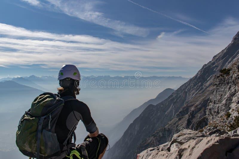 Mountainner, das unten zum Innvalley ansieht lizenzfreie stockfotografie