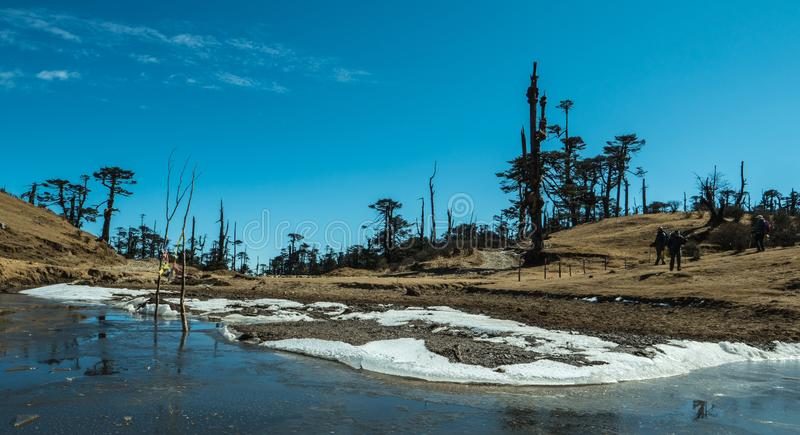 Mountainoberster gefrorener See in Indien lizenzfreie stockbilder