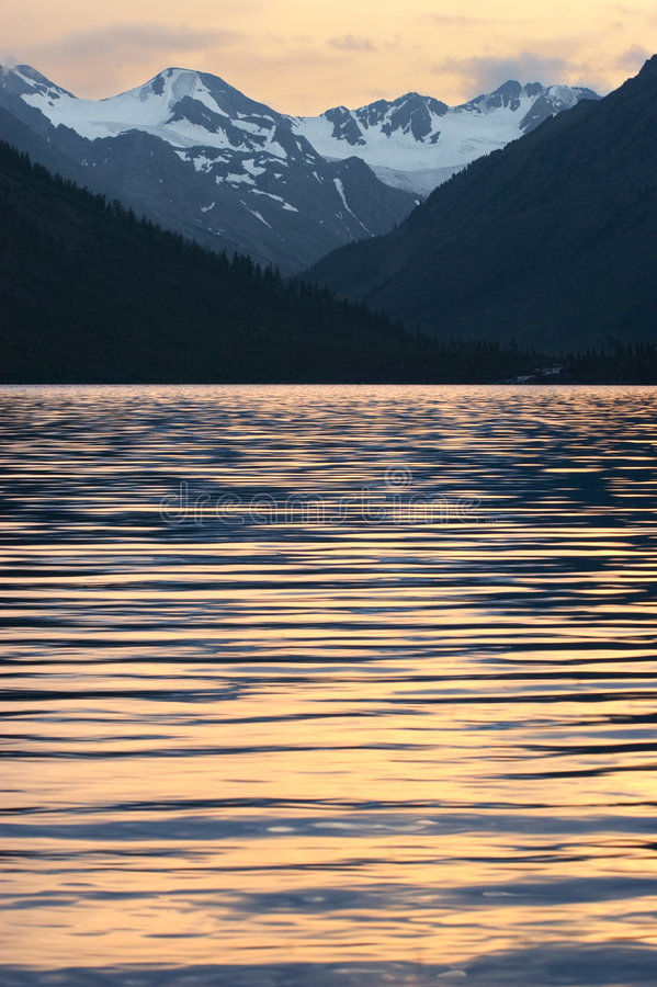 Download Mountains, Lake And Ripples. Royalty Free Stock Image - Image: 1413906