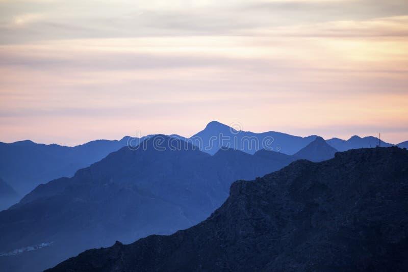 Mountainscape bij zonsondergang stock fotografie