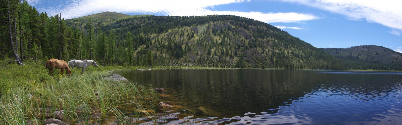 Mountainsee stockbilder