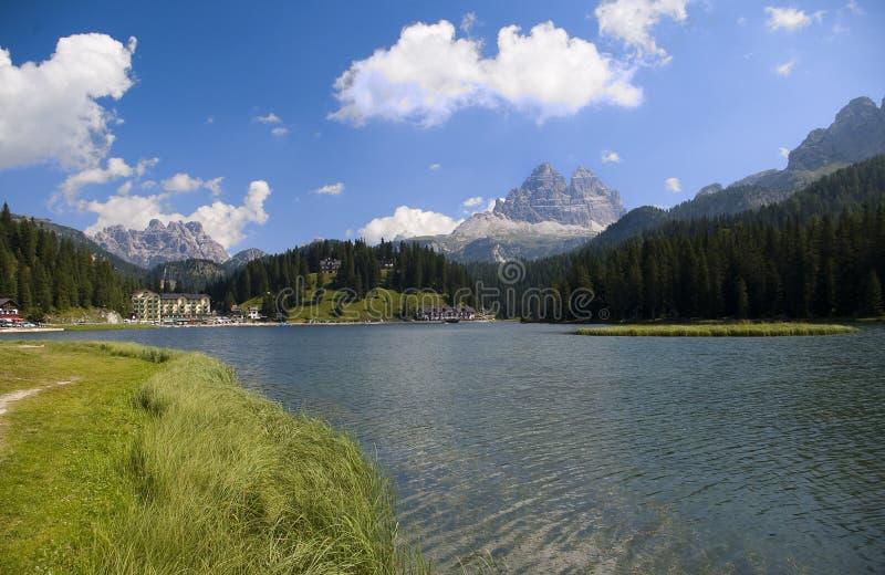 Mountainsee in den italienischen Alpen lizenzfreies stockbild