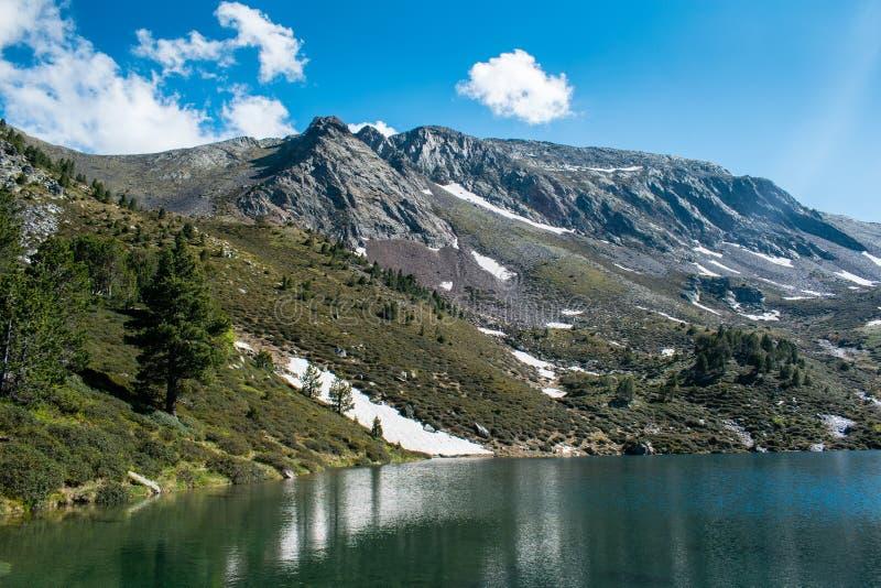 Mountainsee Estany de Les Truites in Andorra Pyrenäen, La Massana, pedrosa Refugi de coma lizenzfreie stockbilder