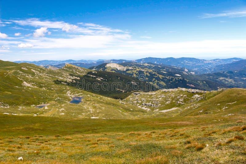 Mountainsee-Landschaft Toskanisches Appennini, Italien lizenzfreie stockbilder