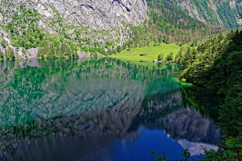 Mountainsee-Landschaftsreflexion lizenzfreies stockbild