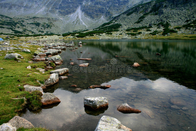 Mountainsee-Reflexion stockfotos