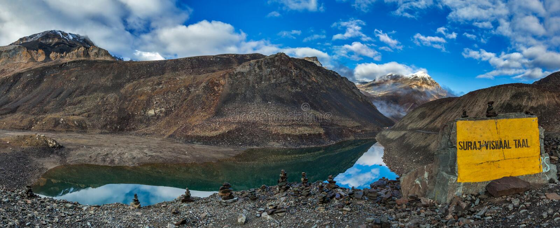 Mountainsee Suraj Tal stockbilder
