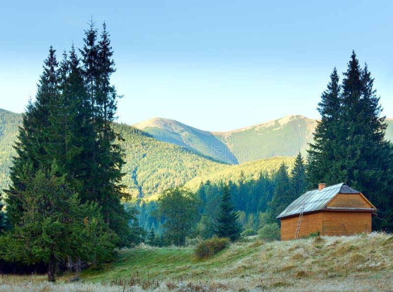 mountainside σπιτιών ξύλινο στοκ φωτογραφία με δικαίωμα ελεύθερης χρήσης