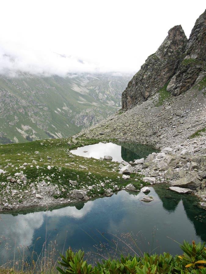 Mountainsseen lizenzfreie stockfotografie