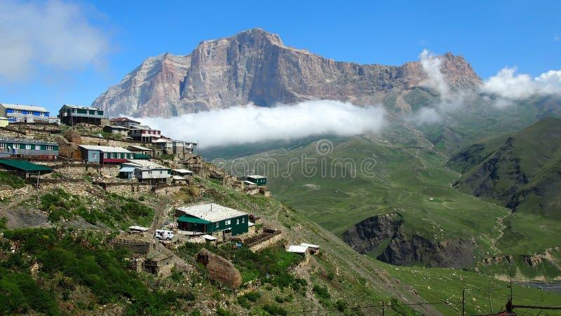 Mountscape Caucase d'horizon d'onair de kurush de ciel de village de montagne photographie stock libre de droits