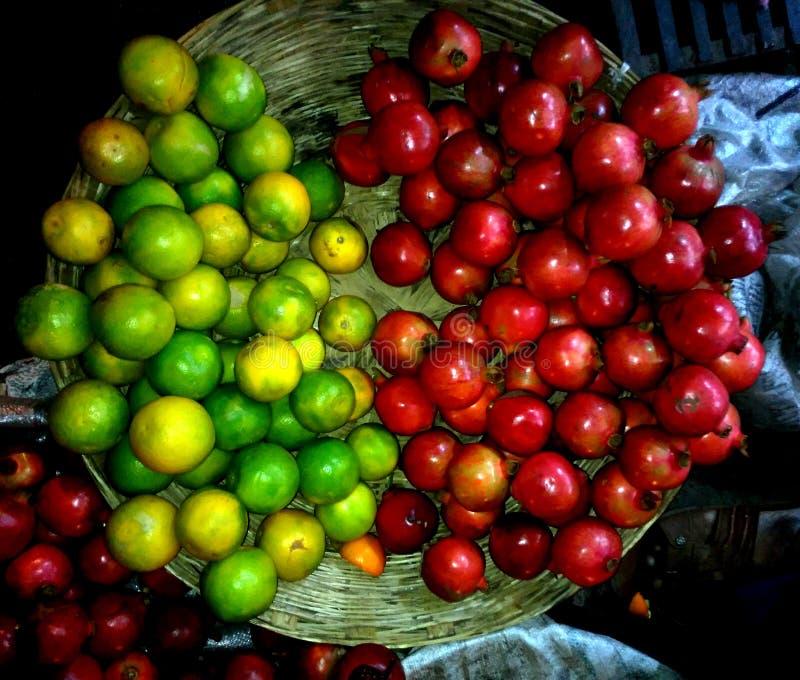 Mousambi гранатового дерева, новый рынок приносит плоды стоковое изображение rf