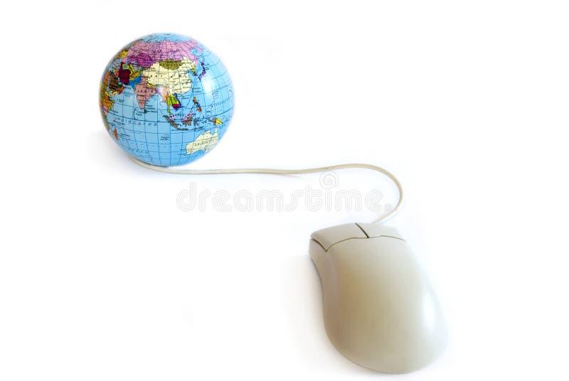 Mouse e globo del calcolatore fotografia stock libera da diritti