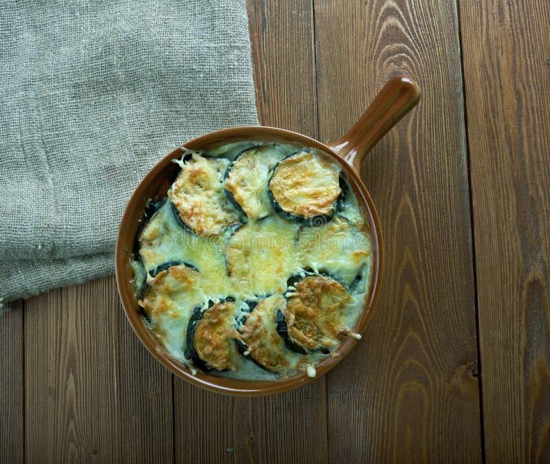 Download Moussaka Grec Avec Des Lentilles Photo stock - Image du aubergine, casserole: 77153638