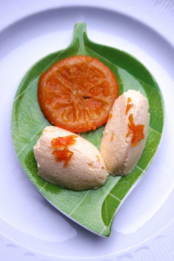 Mousse da coalhada com atolamento do mandarino foto de stock royalty free