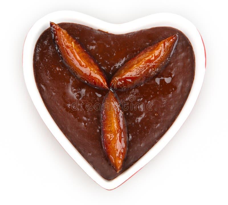 Mousse de chocolat en forme de coeur photos stock
