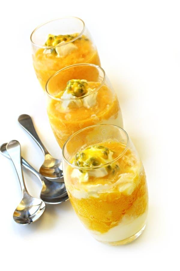 Mousse de Passionfruit de mangue images stock