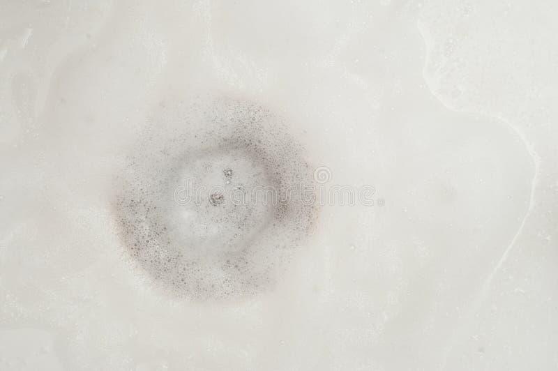 Mousse du lavage dans une station de lavage blanche images stock
