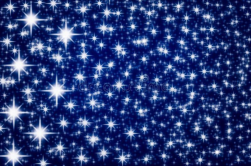 Moussera stjärnor på ett mörkt - blå bakgrund arkivfoto