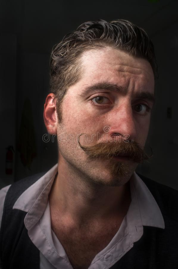 Moustache caucasienne de guidon d'homme photo stock