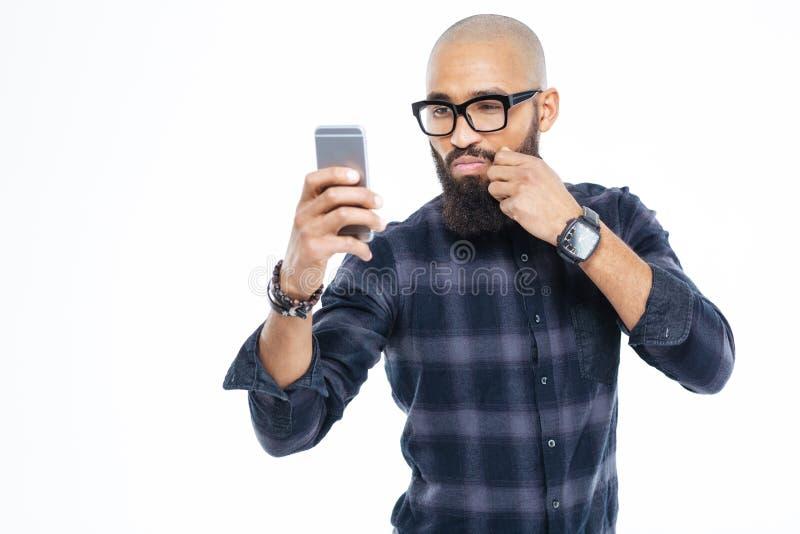 Moustache d'homme chauve d'afro-américain et selfie émouvants de prise photographie stock
