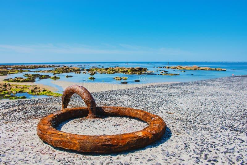 Mousterlin hamn med seascape, Brittany arkivfoto