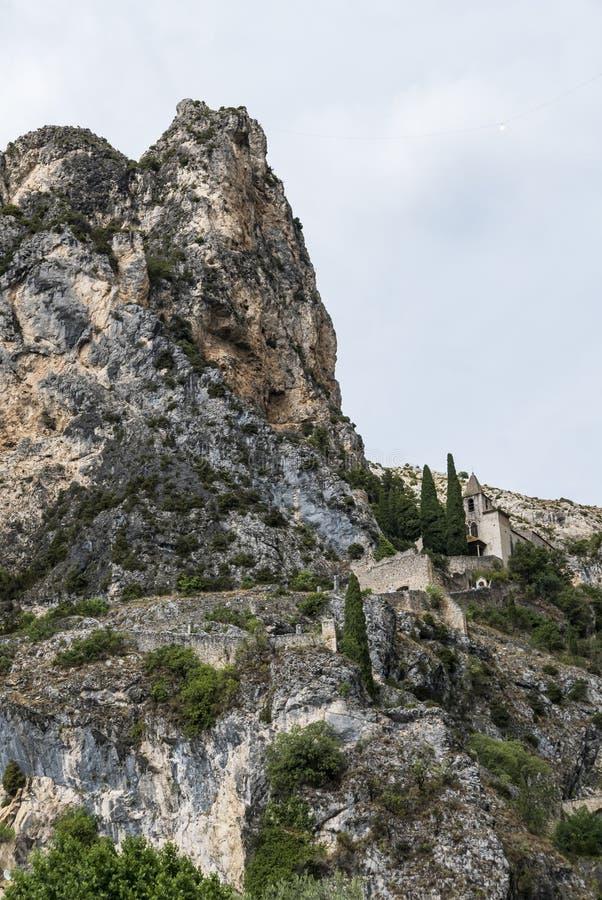 Download Moustiers Sainte Marie (Frances) Image stock - Image du rural, ciel: 76082623