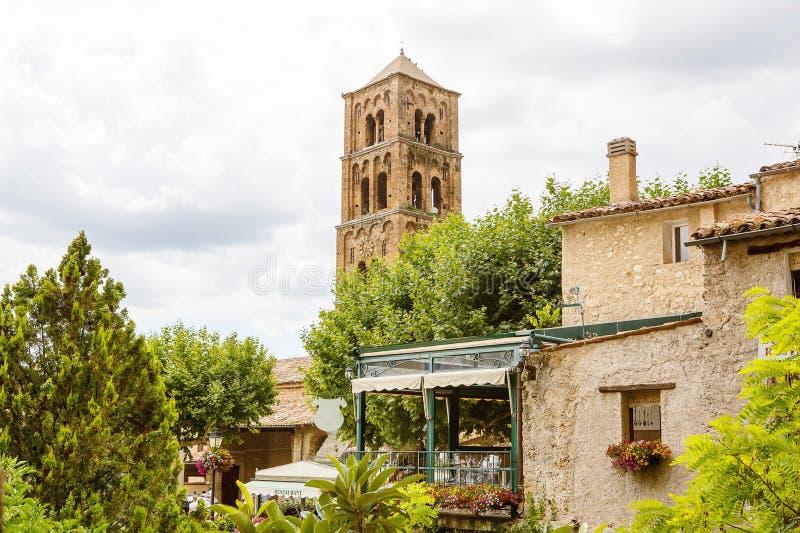 Moustiers-Sainte-Marie in Süd-Frankreich, Provence lizenzfreie stockfotos