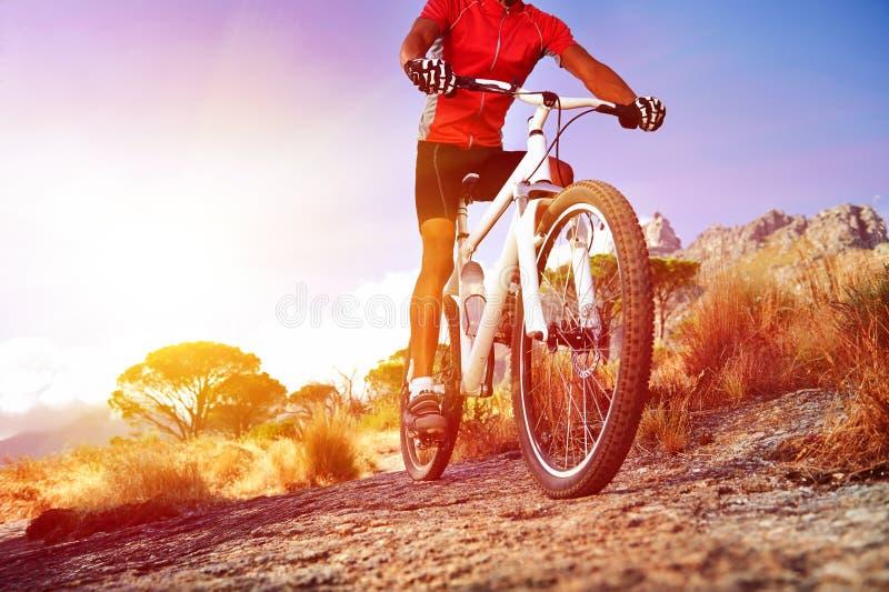 Moutain自行车人 免版税库存图片