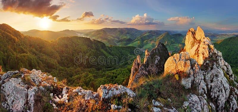 Moutain roccioso al tramonto - Slovacchia immagine stock libera da diritti