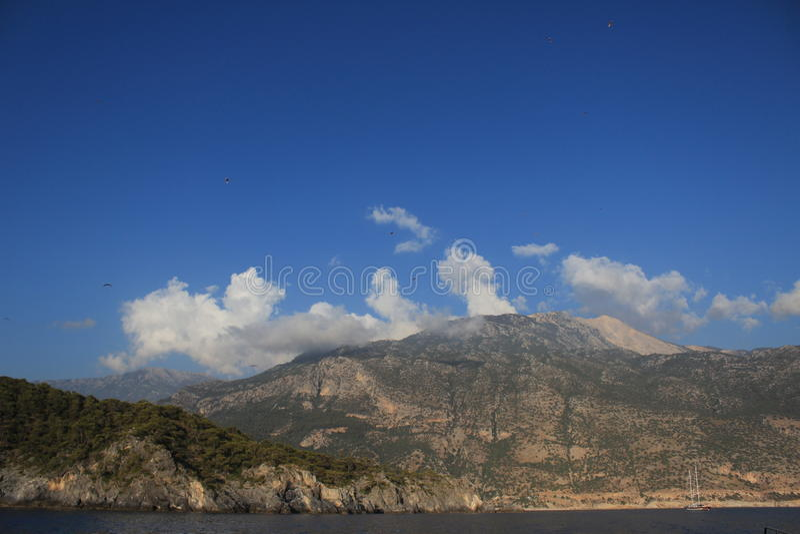 Moutains in Wolken 3 lizenzfreies stockfoto