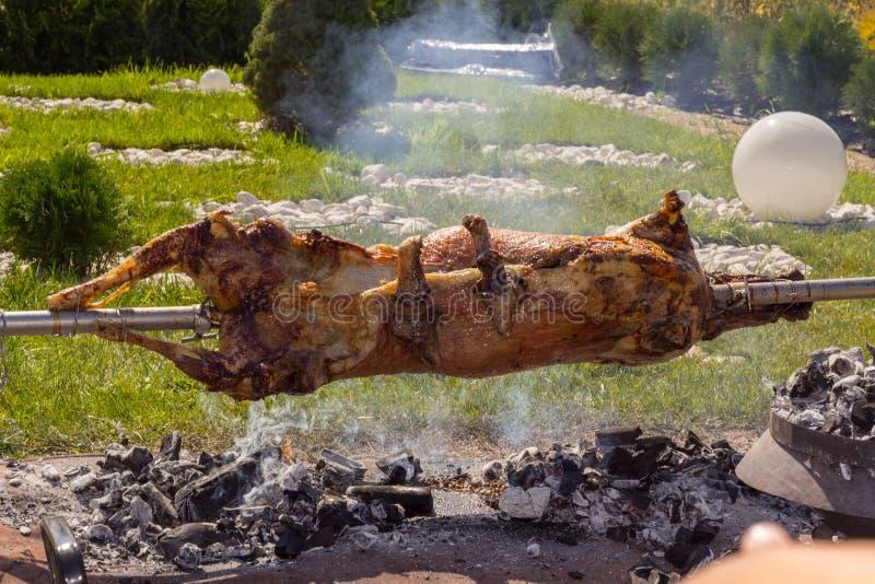 Moutons sur la torréfaction de broches photos libres de droits
