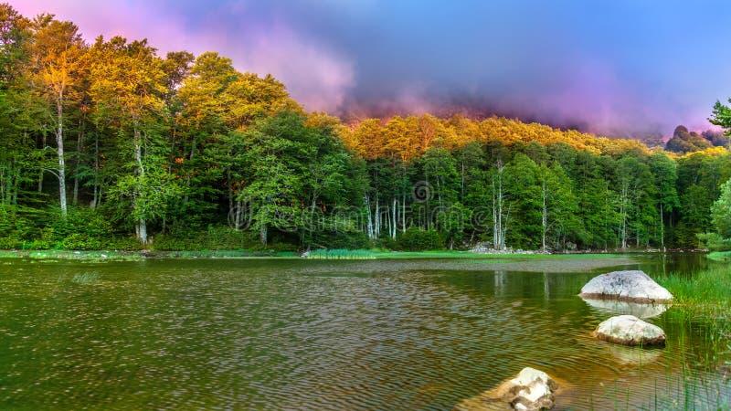 Moutsalia sjö royaltyfri bild
