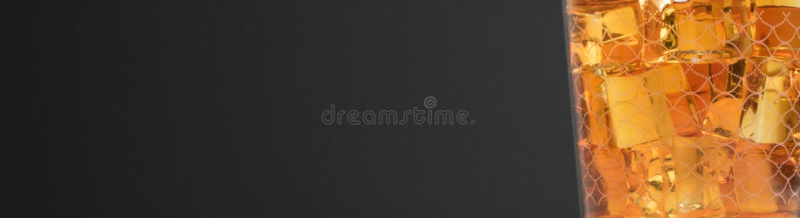 Moutwisky op rotsen - drankfoto stock afbeelding